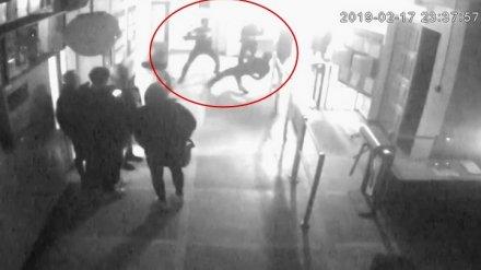 Появилось видео жестокого избиения 8-классника во время «вписки» в воронежской школе