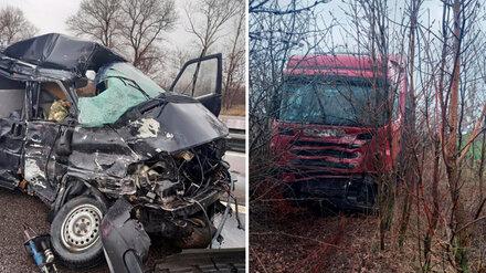 Пассажир фургона погиб в ДТП с грузовиком на трассе под Воронежем