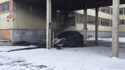 Под Воронежем двое неизвестных подожгли машину директора школы
