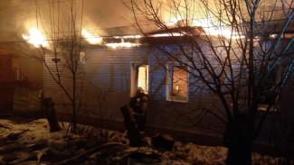 В Воронеже более полусотни человек тушили пожар во время салюта