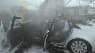 Очевидцы: в Воронеже пьяный мужчина случайно сжёг свою люксовую иномарку