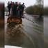 Под Воронежем трактор начал перевозить людей по затопленному мосту: появилось видео