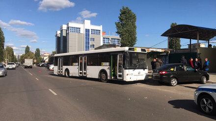 В Воронеже столкнувшийся с иномаркой автобус №90 оказался нерабочим