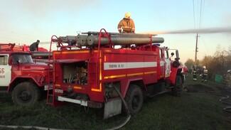 При пожаре в воронежском селе рухнула крыша жилого дома