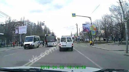 В Воронеже оштрафуют водителя маршрутки, не пропустившего пешехода