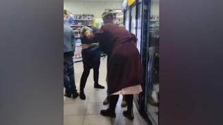 В Воронеже активистов избили из-за просроченных на 1,5 года пельменей: появилось видео