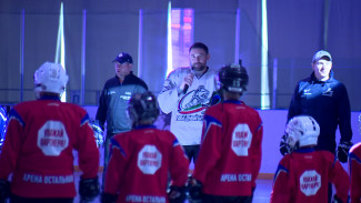 В Нововоронеже трёхкратный чемпион мира провёл мастер-класс для юных хоккеистов