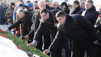 Преподаватели и студенты Воронежского опорного вуза почтили память защитников Отечества