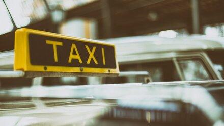 Полицейские проверят инцидент с облитым зелёнкой пассажиром такси