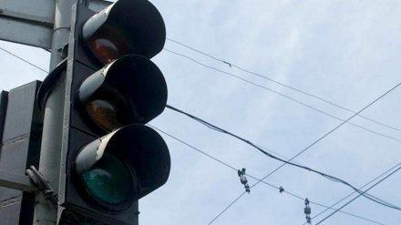 Неработающий светофор спровоцировал огромные пробки в центре Воронежа