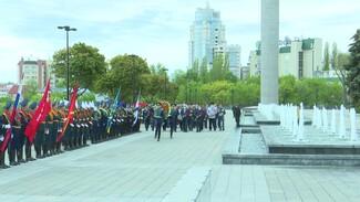 В Воронеже возложили цветы к мемориалу на площади Победы