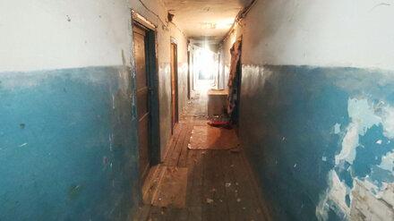 Прокуроры потребуют расселить «забытое» общежитие с жуткими условиями в воронежском селе