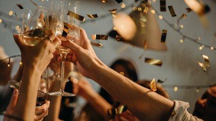 Воронежцы пожаловались на корпоративы и свадьбы в кафе вопреки запретам из-за COVID