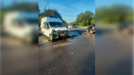 В Воронеже два человека попали в больницу после столкновения скорой и ВАЗ-2115