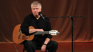 Человек с гитарой. Как знаменитый бард за 35 секунд рассказал целую историю жизни