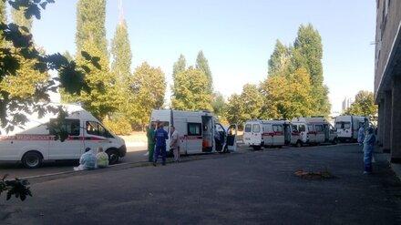 Облздрав объяснил очередь из скорых с больными COVID-19 у БСМП в Воронеже