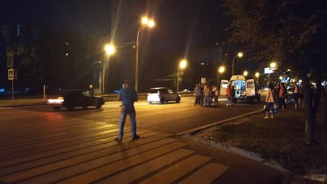 В Воронеже объявили в розыск водителя, который сбил парня на переходе у Памятника Славы