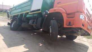 Грузовик провалился под землю из-за прорыва водопровода в Воронежской области
