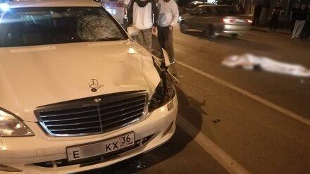 Mercedes с «крутыми» номерами насмерть сбил женщину в центре Воронежа