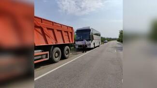 Автобус с 32 пассажирами застрял на трассе в Воронежской области