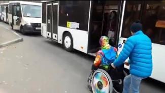 В Воронеже уволился водитель, не пустивший инвалида в маршрутку