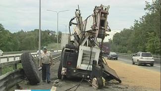 Причиной огромной пробки на окружной дороге стало ДТП с участием подъемного крана