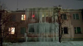 В Воронежской области дом превратился в «ледяной замок»
