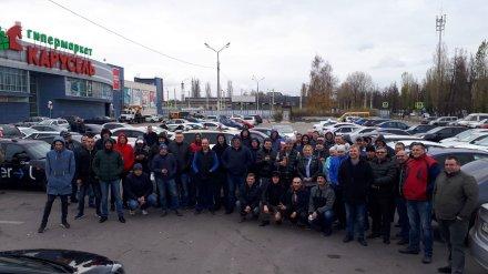 Воронежские таксисты устроили флешмоб из-за низких цен на проезд