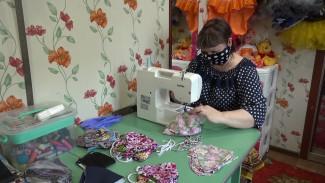 Мать 6 детей из воронежского райцентра бесплатно сшила маски для нуждающихся