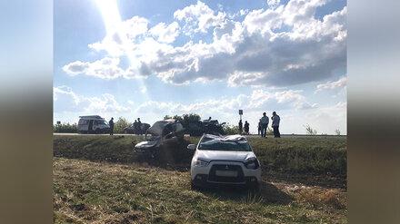 Спасатели достали двух человек из искорёженных авто после жуткого ДТП под Воронежем