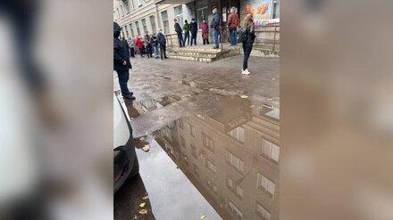 Воронежцы массово пожаловались на очередь в поликлиники
