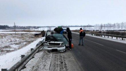На трассе под Воронежем два человека погибли из-за отсоединившегося прицепа фуры