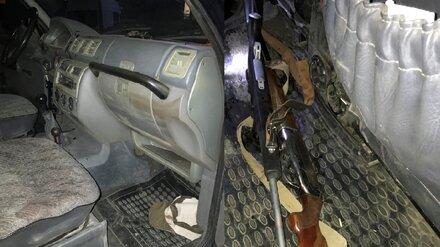 В Воронежской области охотник случайно подстрелил знакомого в машине