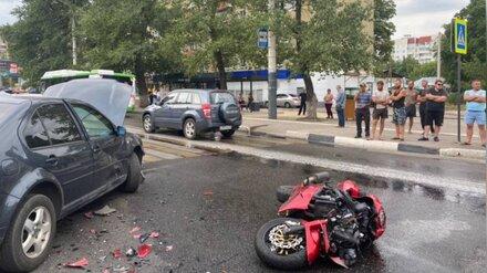 После ДТП с иномаркой в Воронеже погиб 21-летний байкер