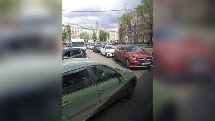 Центр Воронежа встал в пробке из-за отключенного светофора