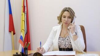 Воронежский депутат обеспечит сладкими подарками детский центр