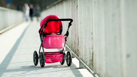 В Воронеже на пешеходном переходе иномарка сбила коляску с ребёнком