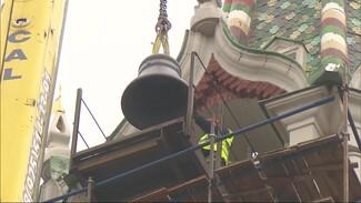 Отлитые в Воронеже колокола начали поднимать на Спасскую башню Кремля