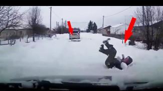Автомобилист, снимавший на видео экстремальную выходку приятеля, чуть не задавил его