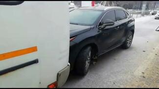 В центре ВоронежаLexus столкнулся с маршруткой: водитель иномарки погиб