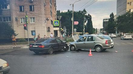 В Воронеже при столкновении двух иномарок пострадали 3 человека