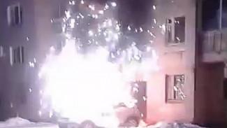 Полыхавший в Воронеже дорогой внедорожник едва не взорвался: в сети появилось видео