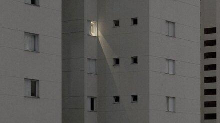 В Воронеже из окна 16-этажки выпал мужчина