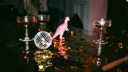 Депрессия и пустые танцполы. Как «комендантский час» ударит по ночному Воронежу