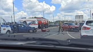 На выезде из Воронежа в лобовом ДТП пострадали 3 человека: появилось видео