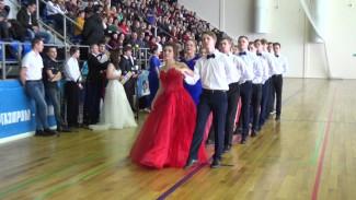 Студенты из воронежского райцентра научились танцевать вальс и польку ради бала