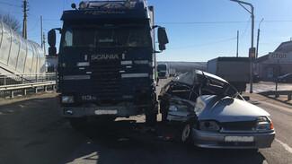 Полиция показала фото с места смертельного ДТП с грузовиком на воронежской трассе
