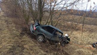В Воронежской области 30-летний автомобилист погиб в ДТП с перевернувшимся ВАЗом