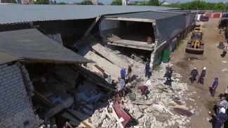 В Воронеже владельцы разрушенных взрывом гаражей помогли спасателям разбирать завалы