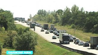 Пробка на М4 в районе Лосево раздражает всех, кроме жителей этого села
